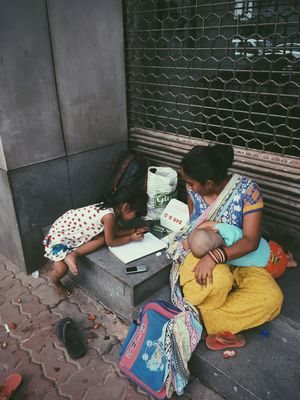 The mother s teaching hr child with hr wrinkled hnds scared by da wrath f poverty, 2 make thngs bttr