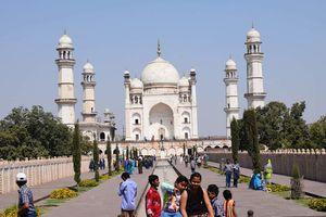 Taj Mahal of Deccan...Bibi ka makbara.