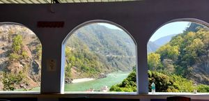 Best Yoga Retreat In Rishikesh- Phoolchatti Ashram