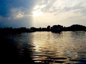 DAL LAKE ,KASHMIR