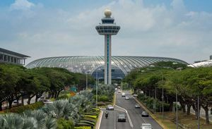 Incredible things to do at Changi to make your long layover time to a fun-filled one #flightzoned