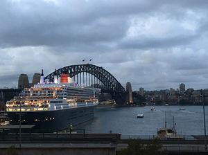 Beautiful Beach Side Walk To An World Class City Sydney