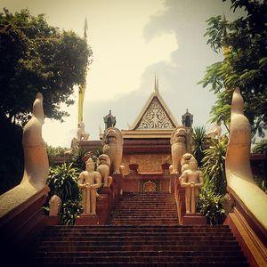 Wat Phnom 1/3 by Tripoto