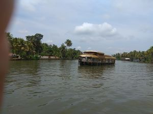 Kerala boat house stay