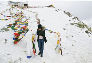 Be like snow:Cold but beautiful.  -Lana Del Ray.  / Cold beauty of Khardungla Pass/