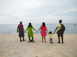 Holidays are always incomplete without beaches and family