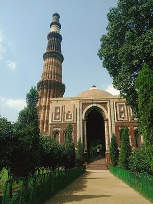 Very beatiful view Qutub Minar from back side Gate of Alia Darwaza????
