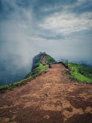 Mahabaleshwar, an awesome and very scenic place near Pune to visit in monsoon...