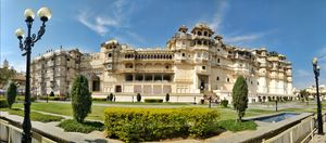 City Palace Udaipur : A palace built on the banks of lake pichola.