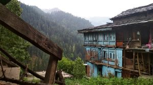 Nakthan is a small village which you have to walk through as you trek towards the Kheerganga camps.