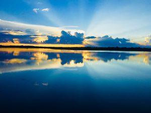 @tripotocommunity #indianphotography #sunset #reflection #sunrays #tripotocommunity @h_u_darshan