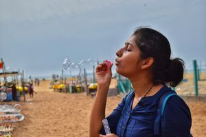 The girl who knows the art of bubble blowing