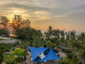 A little beaching at Batu Ferringhi!#luxurygetaway