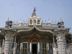 Pareshnath Jain Temple  1/3 by Tripoto