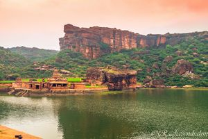 Best of Bagalkote in just 1 day: Badami & Pattadakal (#solotrip)