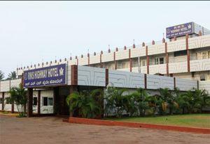 Hotel RNS Highway,Murudeshwara .