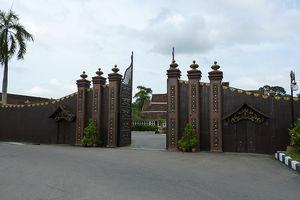 Istana Balai Besar Jalan Tengku Seri Akar Kota Bharu Kelantan Malaysia 1/1 by Tripoto