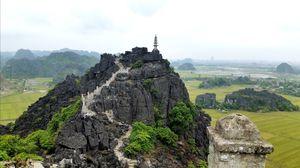 500 steps to Hang Múa pagoda - Ninh Binh, Vietnam