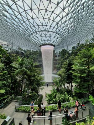 Standing in front of the 40m-tall rain vortex in the urban jungle, Singapore. #viewfromthetop