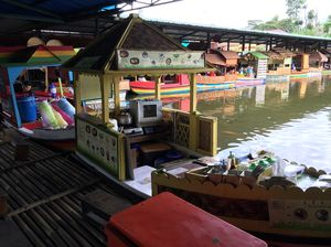 Floating Market 1/undefined by Tripoto
