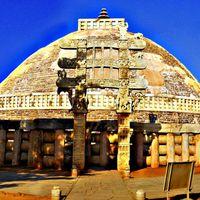 Sanchi Stupas 3/16 by Tripoto
