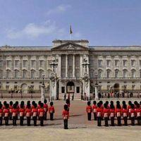 Buckingham Palace 5/7 by Tripoto