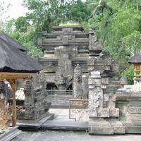Tirta Empul Temple 2/2 by Tripoto