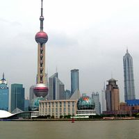 Oriental Pearl Tower 2/2 by Tripoto