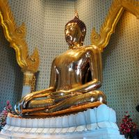 Golden Buddha Mittaphap Thai-China Road Bangkok Thailand 2/5 by Tripoto
