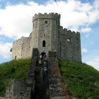 Cardiff Castle 2/2 by Tripoto
