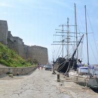 Kyrenia Harbour 2/4 by Tripoto
