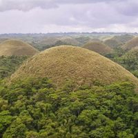 Chocolate Hills National Monument 2/3 by Tripoto