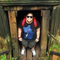 Justine Travel Blogger