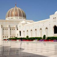 Sultan Qaboos Grand Mosque 3/7 by Tripoto
