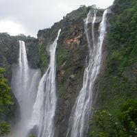 Nohkalikai Falls 2/36 by Tripoto