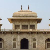 Tomb of Itimad-ud-Daulah 3/4 by Tripoto