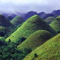 Chocolate Hills National Monument 3/3 by Tripoto