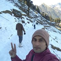 Mayank Pandeyz (with floating shoes) Travel Blogger
