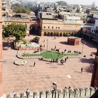 Fatehpuri Mosque 3/4 by Tripoto