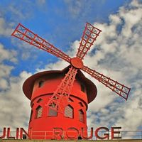 Moulin Rouge 2/6 by Tripoto