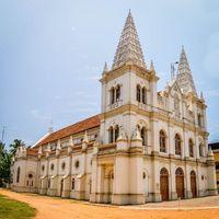 Santa Cruz Basilica 4/5 by Tripoto