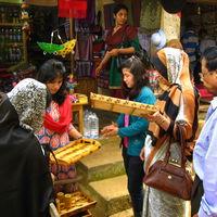Lalji Handicraft 2/2 by Tripoto
