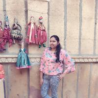 Deepanshi Travel Blogger