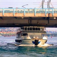 Eminonu Pier 4/6 by Tripoto