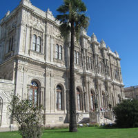 Dolmabahce Palace 3/4 by Tripoto