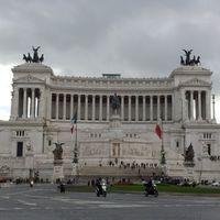 Piazza Venezia 3/11 by Tripoto