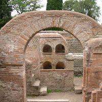 Ostia Antica 3/3 by Tripoto