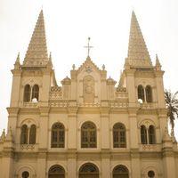 Santa Cruz Basilica 2/5 by Tripoto