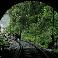 Dudhsagar Falls Railway Bridge 4/16 by Tripoto
