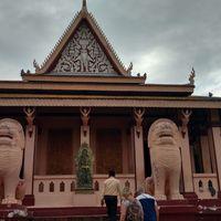 Wat Phnom 3/3 by Tripoto